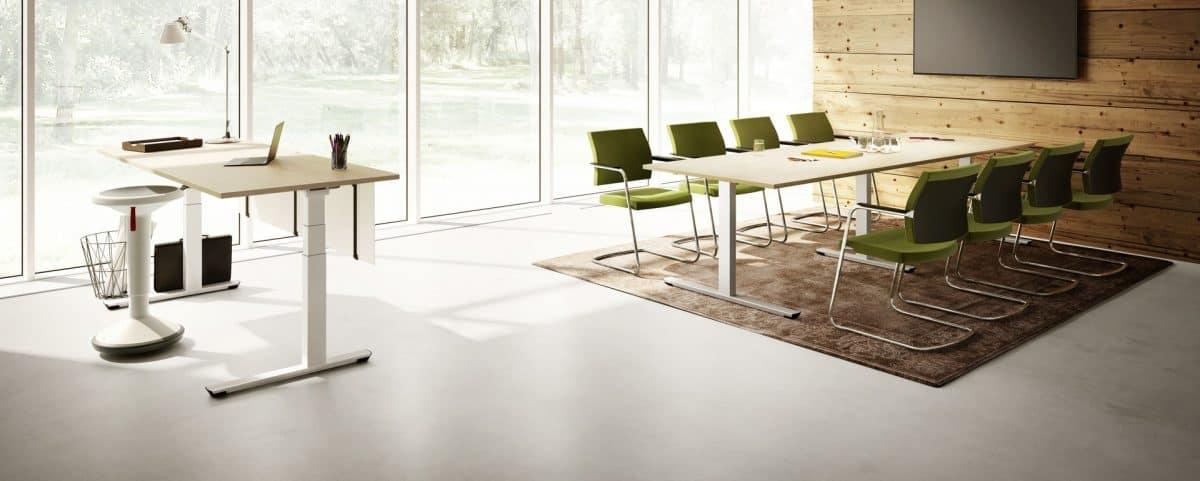 Bürotisch und Bürostühle Besprechungstisch