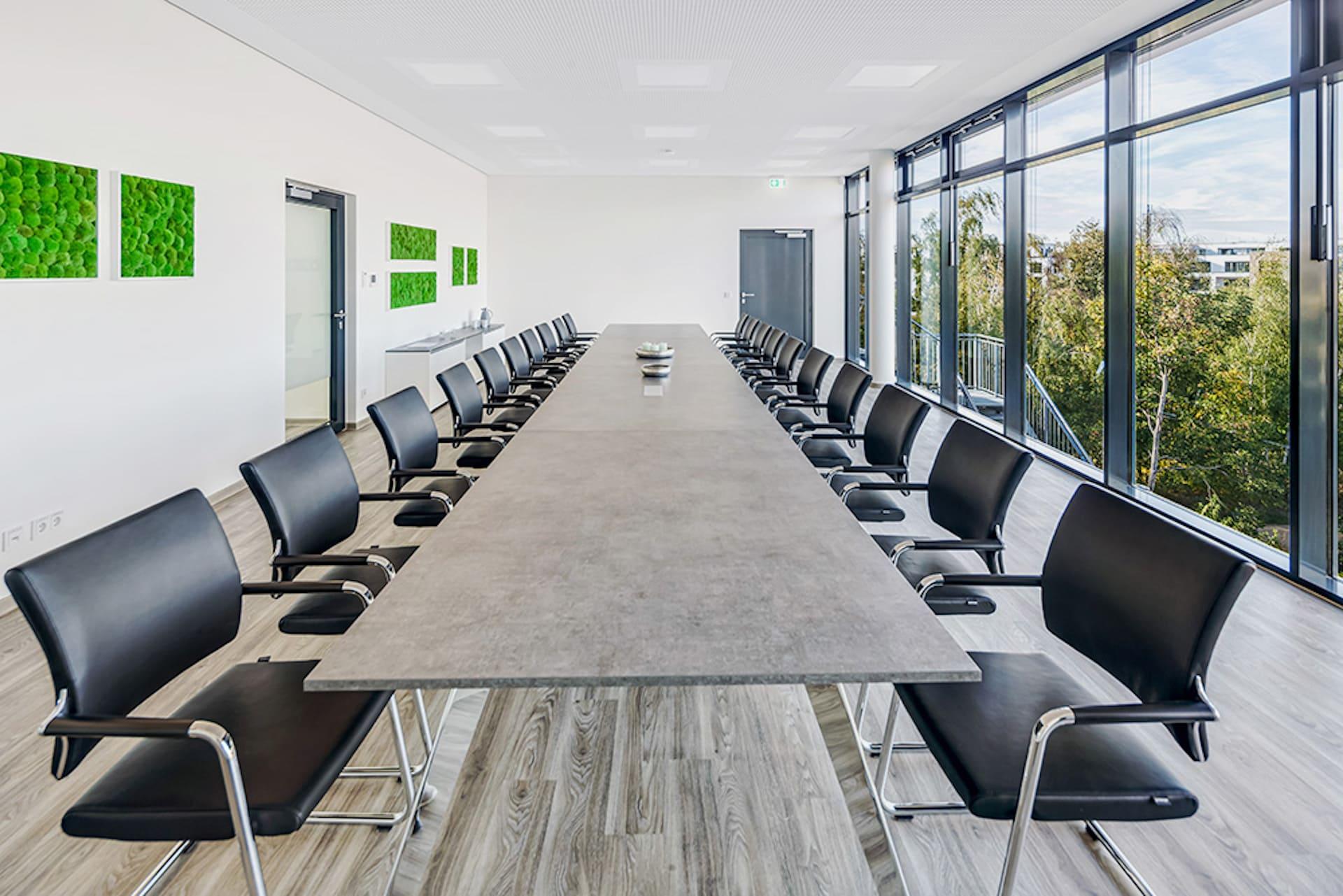 Einrichtung Konferenzraum Sitzarbeitstische