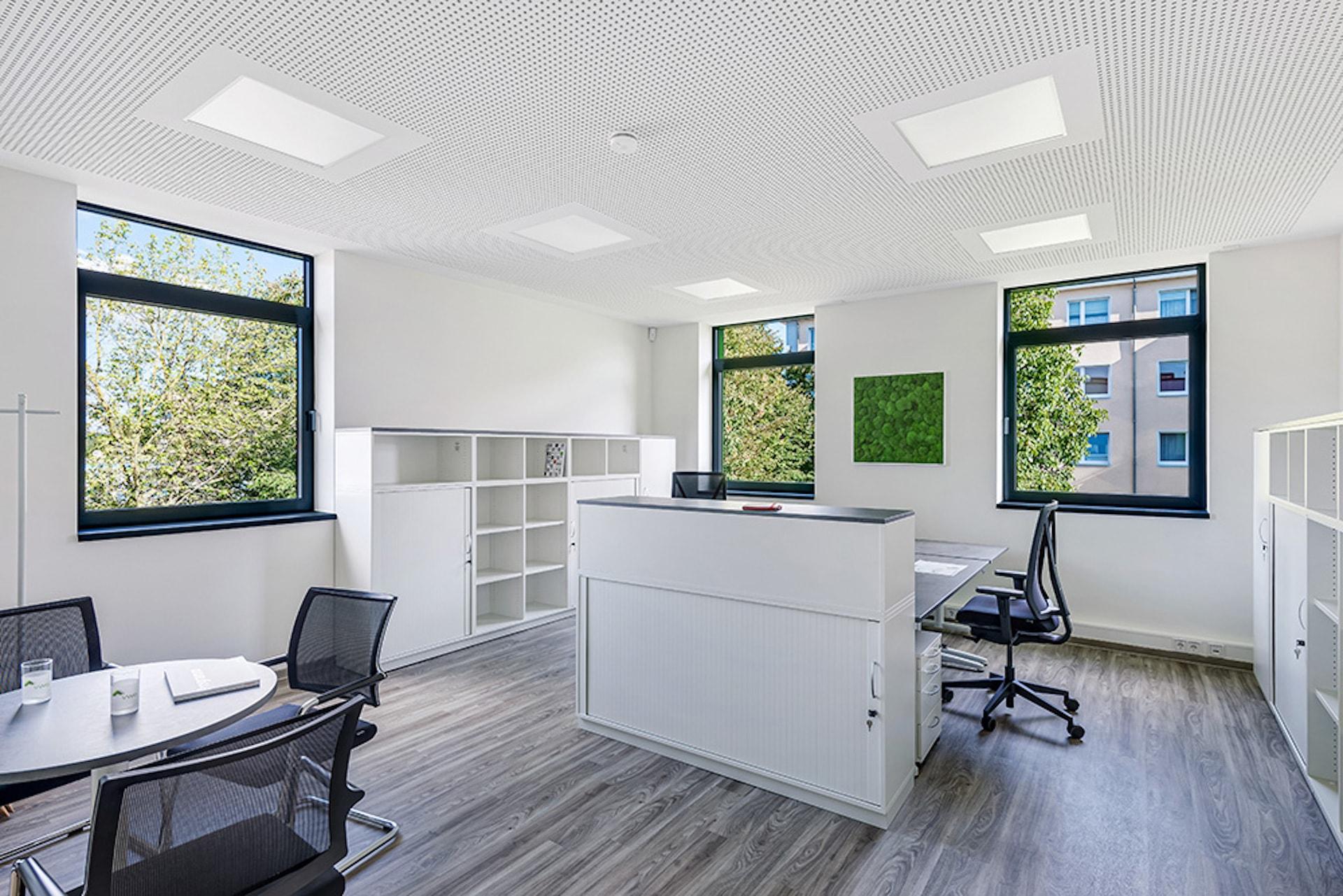 Einrichtungskonzept Steh- Sitzarbeitstische