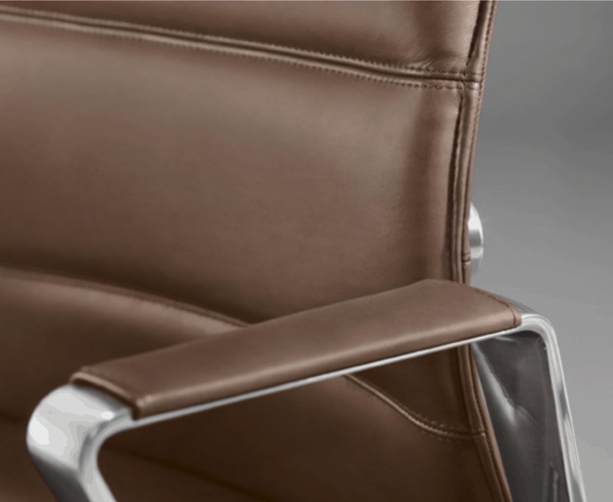 Sie sind auf der Suche nach einem edlem Chefsessel mit Komfort und den gewissen Extras, passenden Besucherstühlen und haben nichts gegen ein echtes Schnäppchen? Dann haben wir ein paar echte Volltreffer für Sie.