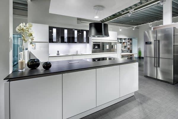 Moderne Küche mit viel Stauraum